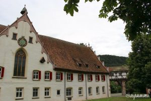 Blaubeuren's Blautopf | Mystical Places to Visit in Germany | Unique Places to Visit in Germany | Half-timbered Towns in Germany | German Timber-frame Road | Germany's Hidden Gems | Day Trips from Stuttgart | Day Trips from Munich | Germany's Natural Wonders | #Blaubeuren #Blautopf #BadenWürttemburg #Germany - California Globetrotter