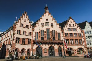STUNNING City Halls in Germany | Atemberaubende Rathäuser in Deutschland | Town Halls in Germany | Top City Halls in Germany | Beautiful Town Halls in Germany | Frankfurt am Main City Hall |  Town Hall Frankfurt am Main | Rathaus Frankfurt am Main by Meghan Starr - California Globetrotter