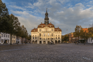 STUNNING City Halls in Germany | Atemberaubende Rathäuser in Deutschland | Town Halls in Germany | Top City Halls in Germany | Beautiful Town Halls in Germany | Lüneberg City Hall |  Town Hall Lüneberg | Lüneberg Rathaus - California Globetrotter