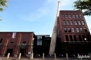 Louisville Slugger Museum | Downtown Louisville City Guide | Neighborhood Guide to Louisville, Kentucky | Street art in Louisville | Bars & Restaurants in Louisville | What to do in Louisville, KY | Explore like a Local | The Coolest Part of Louisville | Kentucky Bourbon Trail | #Louisville #Kentucky #USATravel - California Globetrotter