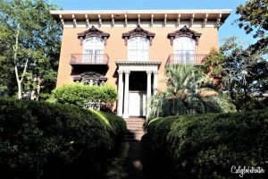 Mercer-Williams House | A Busy Bee's Guide to Savannah, Georgia | Things to do in Savannah | 24 hours in Savannah | Savannah City Guide | Savannah Itinerary | Getting Around Savannah | Where to Eat in Savannah | Savannah Historic District | Downtown Savannah | #Savannah #Georgia #TravelUSA - California Globetrotter