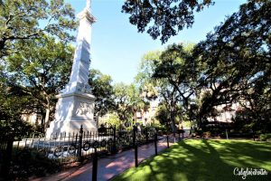Savannah's Historic Squares | A Busy Bee's Guide to Savannah, Georgia | Things to do in Savannah | 24 hours in Savannah | Savannah City Guide | Savannah Itinerary | Getting Around Savannah | Where to Eat in Savannah | Savannah Historic District | Downtown Savannah | #Savannah #Georgia #TravelUSA - California Globetrotter