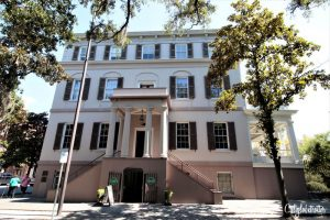 Juliette Gordon Low House - Girl Scouts | A Busy Bee's Guide to Savannah, Georgia | Things to do in Savannah | 24 hours in Savannah | Savannah City Guide | Savannah Itinerary | Getting Around Savannah | Where to Eat in Savannah | Savannah Historic District | Downtown Savannah | #Savannah #Georgia #TravelUSA - California Globetrotter